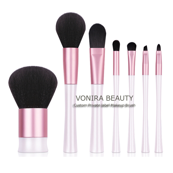 Exclusive Makeup Brush Set Includes 7 Professional Makeup Brushes With Premium Synthetic Fiber
