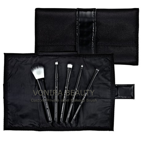 Synthetic Cosmetic Brush Set With White and Black Tip Color
